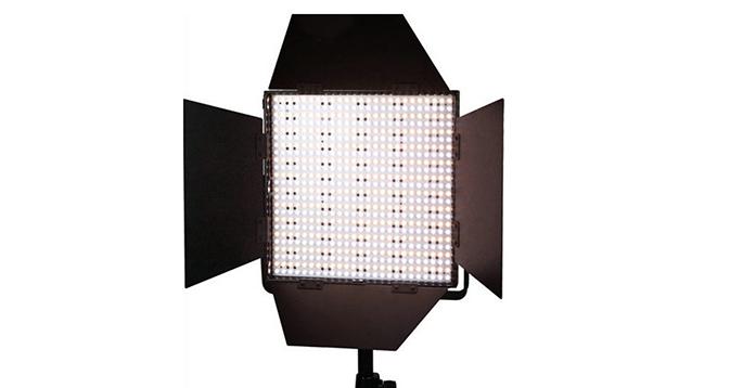 LEDGO 900 LED Panel, DMX Control, V-Lock Battery Plate & Barndoors (Bi-Colour)