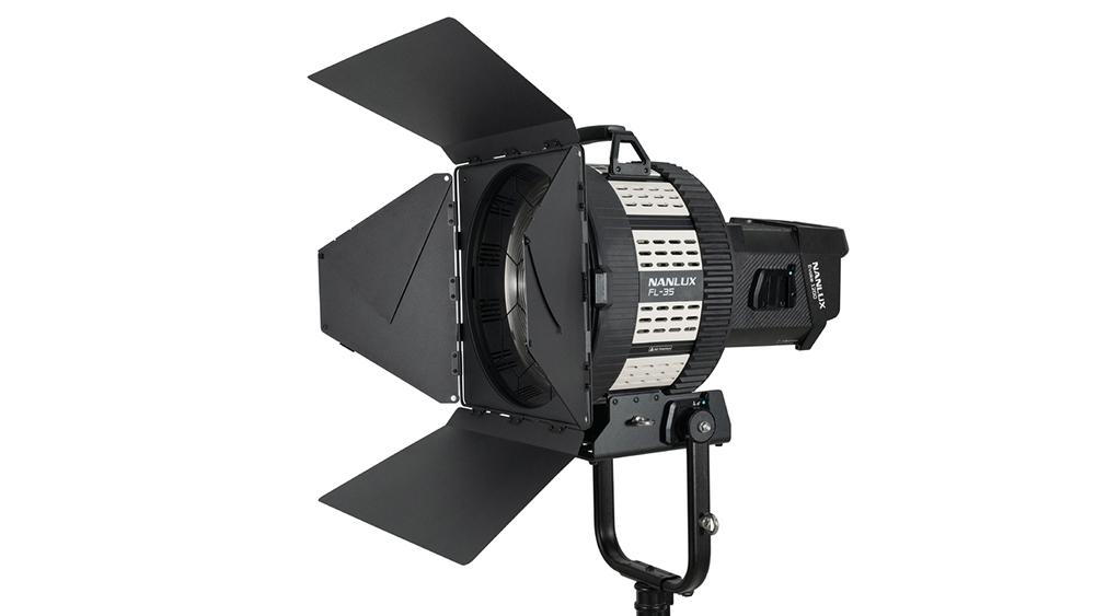 Nanlux Evoke 1200 LED Spot Light + FL35 Fresnel Lens (Daylight)
